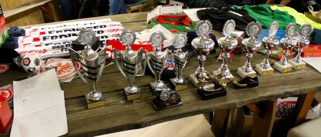Abb.1. Pokale und Tombola-Preise 2. FC Hau Danehm Hallencup